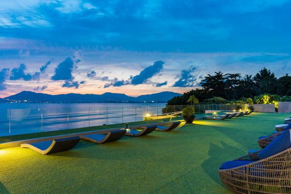 My Beach Resort Phuket Miracle Lawn at Dusk