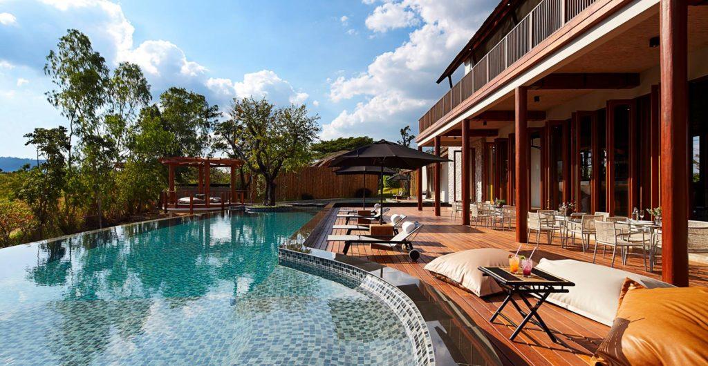 1.boribot-pool-resort
